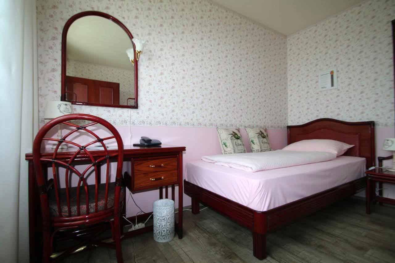 Heimwerker renovieren tapeten selber tapezieren for Rosa tapeten schlafzimmer
